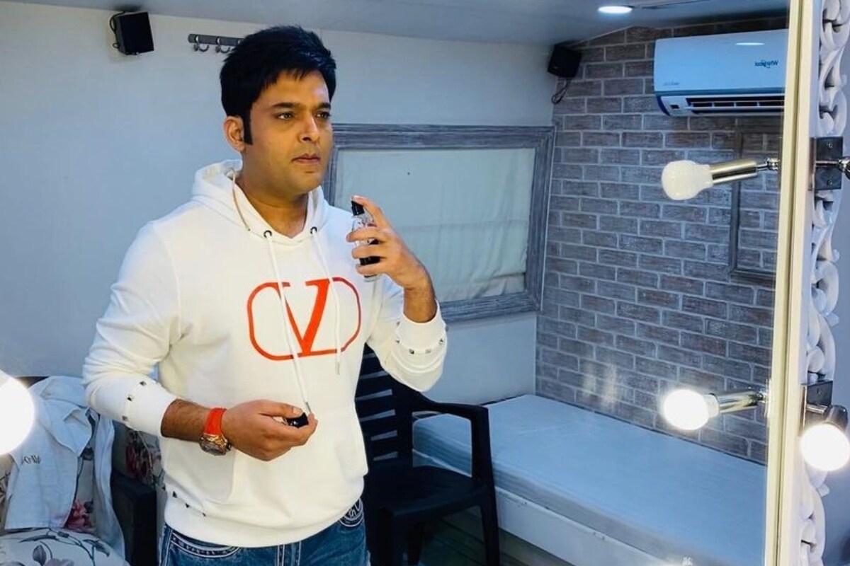 प्रसिद्ध कॉमेडियन कपिल शर्मा (Kapil Sharma) आज यशाच्या शिखरावर आहे. त्याची लोकप्रियता देखील गेल्या काही वर्षांपासून वाढली आहे. द कपिल शर्मा शो (The Kapil Sharma Show) हा त्या प्रोग्रॅम देखील टॉप लिस्टमध्ये आहे. त्यामुळे सहाजिक आहे की कपिल शर्मा फी देखील तेवढीच भरभक्कम घेत असणार (फोटो सौजन्य- Instagram @kapilsharma)