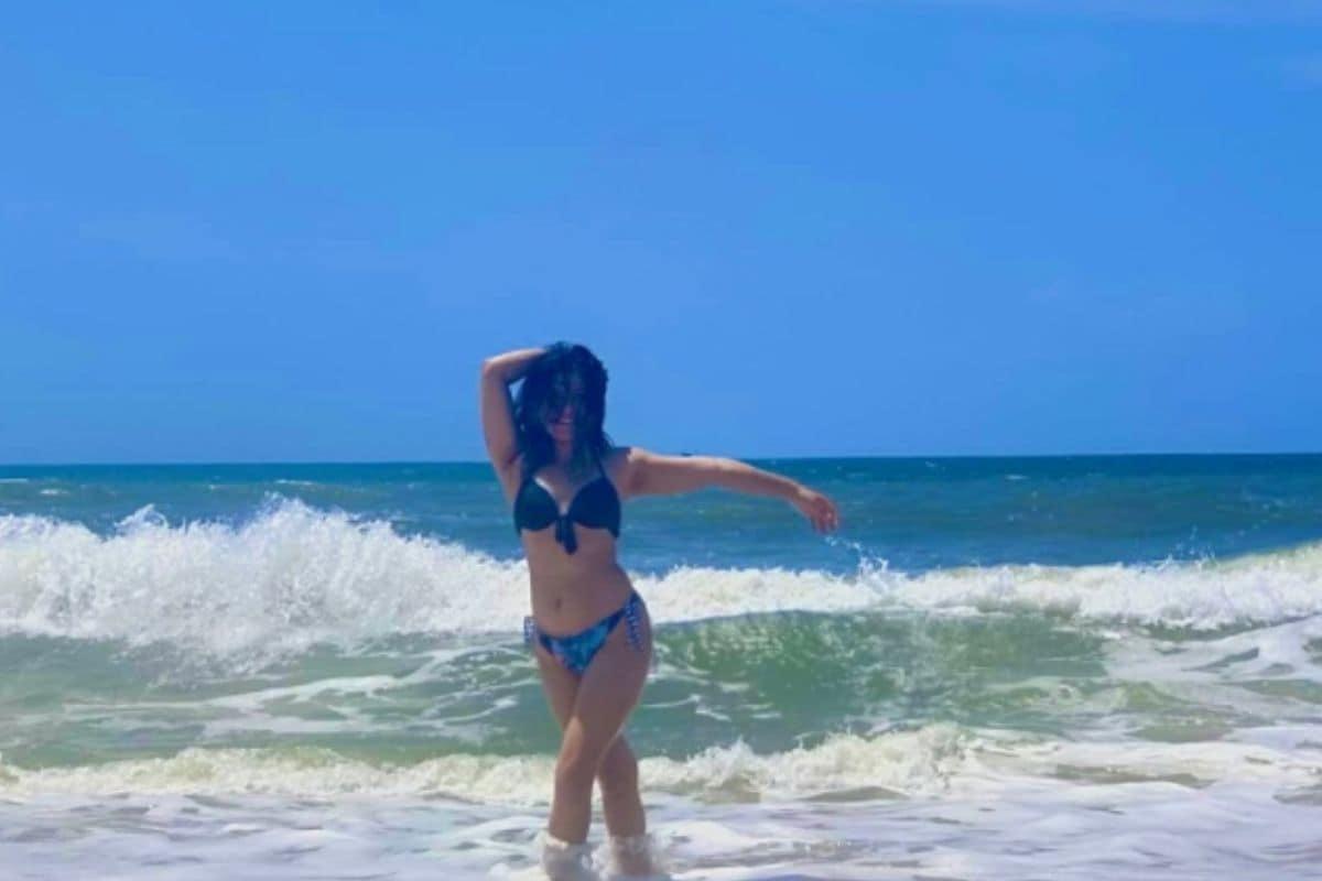 निधीने समुद्र किनाऱ्यावर हे फोटोशूट केलं आहे. तिचे हे फोटो चाहत्यांना प्रचंड आवडत आहेत.