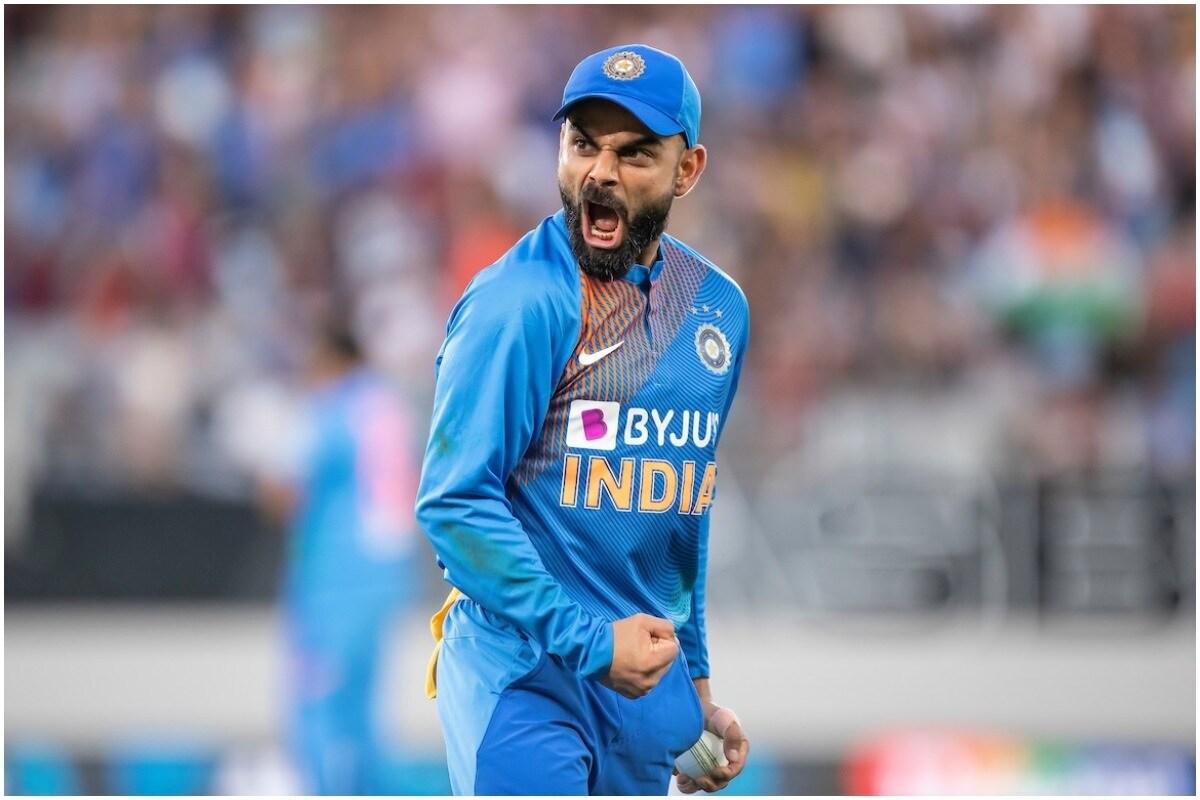 भारतीय क्रिकेट संघाचा कर्णधार विराट कोहली ICC player of the decade म्हणजे दशतकातील सर्वश्रेष्ठ खेळाडू म्हणून नामांकन मिळाले आहे. याशिवाय आर अश्विनसह इतर देशांचे खेळाडूही नामांकित आहेत. यात इंग्लंडचा जो रूट, न्यूझीलंडकडून केन विल्यमसन, दक्षिण आफ्रिकेचा एबी डिव्हिलियर्स, ऑस्ट्रेलियाकडून स्टिव स्मिथ आणि श्रीलंकेकडून  कुमार संगकारा हे खेळाडूही या अवार्डच्या शर्यतीत आहेत.  ( फोटो क्रेडिट : BCCI/Twitter)