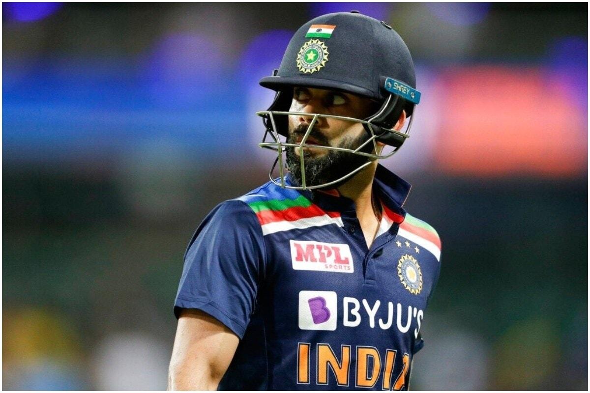 ऑस्ट्रेलियाविरुद्धच्या दुसऱ्या वनडेमध्ये टीम इंडिया (India vs Australia) चा कर्णधार विराट कोहली (Virat Kohli) याने नवा रेकॉर्ड केला आहे. टॉससाठी बाहेर येताच विराट 250 वी वनडे खेळाणारा खेळाडू ठरला. या मॅचमध्ये विराटने टीममध्ये कोणताही बदल केलेला नाही. (Virat Kohli/AP)