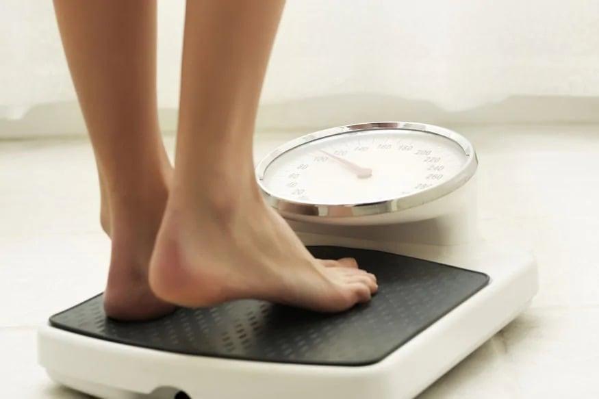 वजन वाढणं - वजन वाढलं की त्याचा परिणामही हार्मोन्सवर होतो आणि त्यामुळे मासिक पाळीचं चक्र बदलतं.