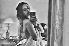सोशल मीडियावर अभिनेत्री झाली TOPLESS; फोटो पाहताच चाहते म्हणाले Pls don't delete