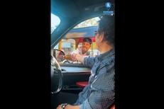 सचिनचा गाडी थांबवून रिक्षाचालकाशी मराठीमध्ये संवाद, पाहा VIDEO