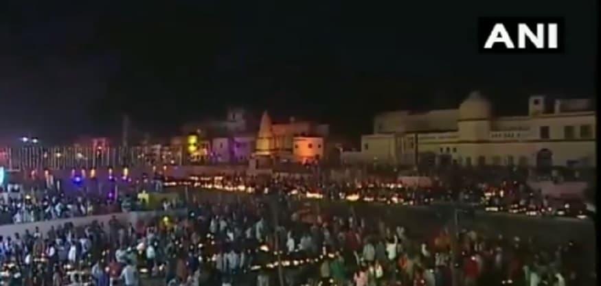 रामजन्मभूमीवरच्या राम मंदिराच्या भूमिपूजनानंतर अयोध्या आता मोठं पर्यटन केंद्र होण्याच्या वाटेवर आहे आणि शुक्रवारचा दीपोत्सव त्याचंच द्योतक ठरला.
