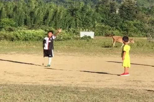 एक पाय नसूनही खेळतो फुटबॉल; VIDEO पाहून चिमुरड्याच्या जिद्दीला कराल सलाम!