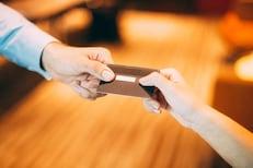 परत केले नाही बायकोच्या क्रेडिट कार्डमधून खर्च केलेले लाखो रुपये,पती विरोधात FIR