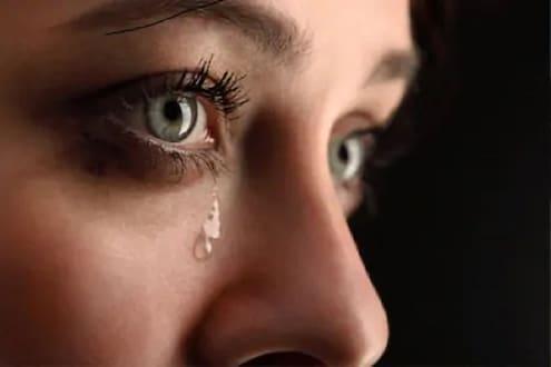 मनसोक्त रडा! Tear Teacher देतो रडण्याचे धडे; डोळ्यातून अश्रू काढण्यासाठी स्पेशल ट्रेनिंग