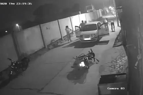 आधी अडवली कार मग...कॉन्स्टेबलचं पिस्तुल काढून झाडली गोळी, दिल्लीतील थरकाप उडवणारा VIDEO