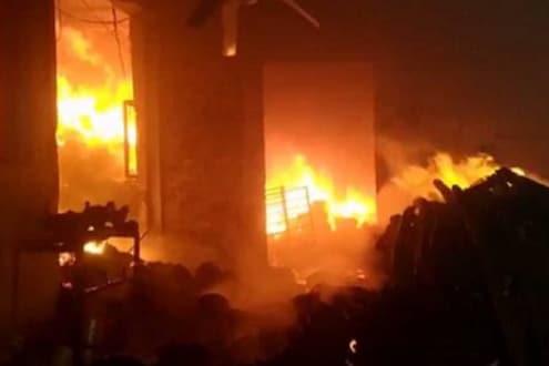 धागा बनवणाऱ्या कारखान्यात भीषण आग; अनेक मजूर जखमी, लाखोंचं नुकसान
