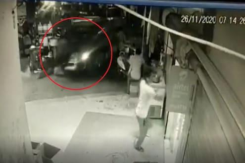 भरधाव कारनं 3 जणांना चिरडलं, पाहा भीषण अपघाताचा LIVE VIDEO