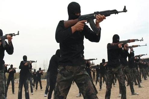 खळबळजनक! ISISच्या दहशतवाद्यांनी 50 लोकांचं शिर धडापासून केलं वेगळं, फुटबॉल मैदानात टांगली डोकी