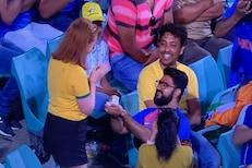 भारत-ऑस्ट्रेलिया सामन्यात Romantic क्षण, स्टेडियममध्येच त्याने प्रपोज केलं!