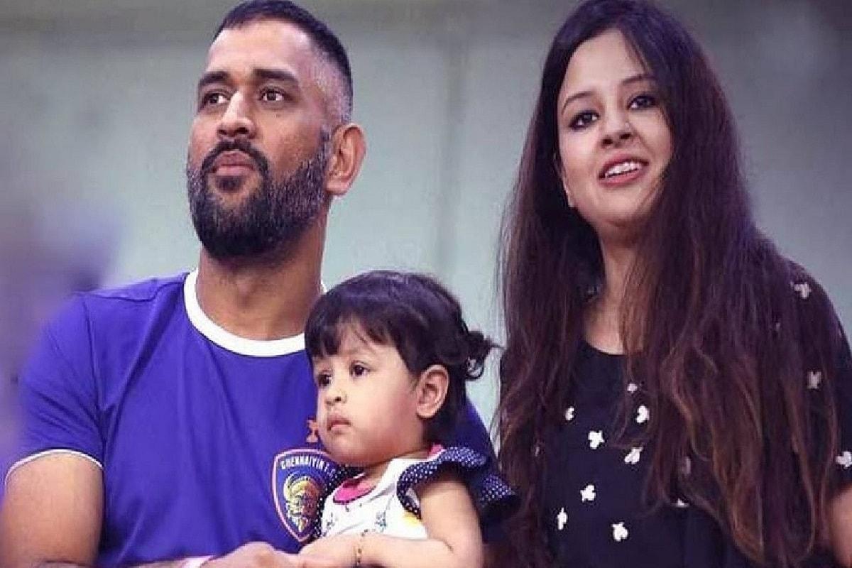 भारतीय क्रिकेट संघाचा माजी कर्णधार महेंद्रसिंह धोनीची (MS Dhoni) पत्नी साक्षीनं (Sakshi Dhoni) 19 नोव्हेंबर रोजी 32वा वाढदिवस साजरा केला. धोनी आपल्या परिवारासह सध्या दुबईमध्ये आहे. त्यामुळे साक्षीचा वाढदिवसही मोठ्या दणक्यात साजरा करण्यात आला.