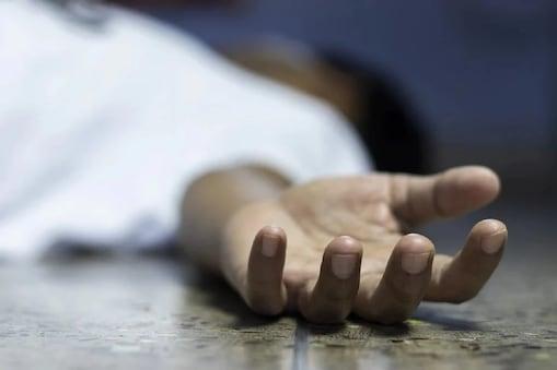 संजय नाईक अस आत्महत्या केलेल्या तरुणाचं नाव असून तो मूळचा नागपूरमधील आहे. याप्रकरणी उत्तमनगर पोलिसांकडून अधिक तपास सुरू आहे. (Symbolic Photo)