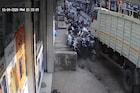 भीषण! भरधाव ट्रकने रस्त्याच्या कडेला उभे असणाऱ्यांना चिरडलं, CCTV VIDEO आला समोर