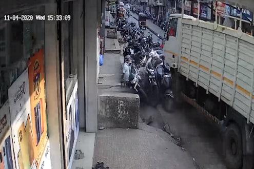 भीषण! भरधाव ट्रकने रस्त्याच्या कडेला उभे असणाऱ्यांना चिरडलं, अपघाताचा अंगावर काटा आणणारा VIDEO
