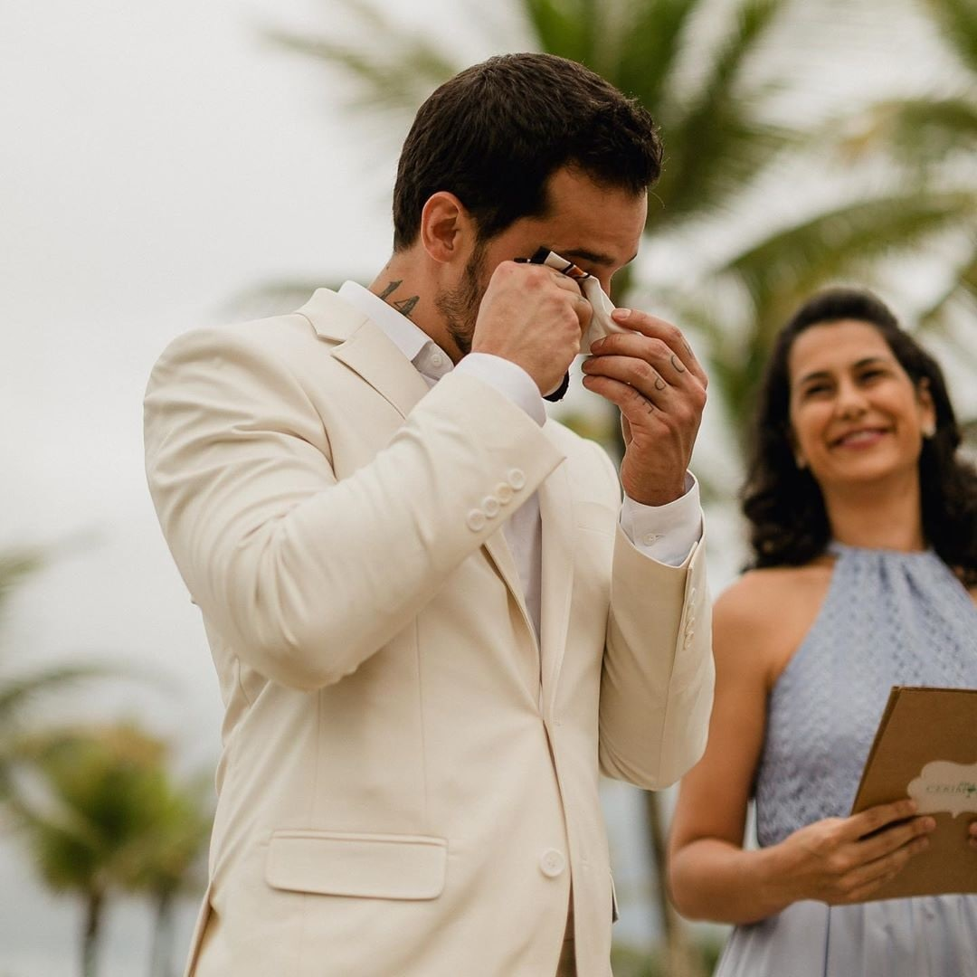 डिओगोनं मित्र-परिवार यांच्या समक्ष स्वत: शी विवाह केला. यावेळी घरातली सर्व मंडळीही उपस्थित होती. लग्न झाल्यानंतर डिओगो भावूकही झाला होता.