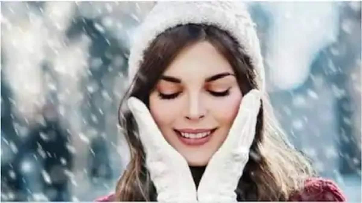 हिवाळ्यात थंडी आणि वारा यापासून तुमच्या त्वचेचं संरक्षण करण्यासाठी तुमचे कान, चेहरा, नाक झाकून घ्या आणि टोपी घाला. त्याचप्रमाणे गरम हातमोजे आणि बूट घाला.