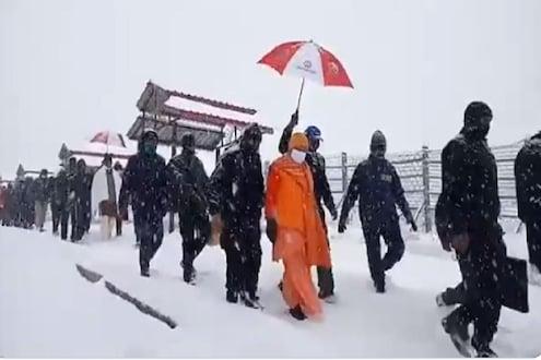 पाहा VIDEO : 2 मुख्यमंत्री बर्फात अडकले; मंदिर बंद होण्यापूर्वी केदारनाथला जोरदार हिमवृष्टी