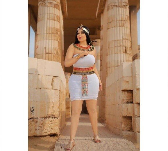 Egypt arrests photographer for sexy Pyramids shoot