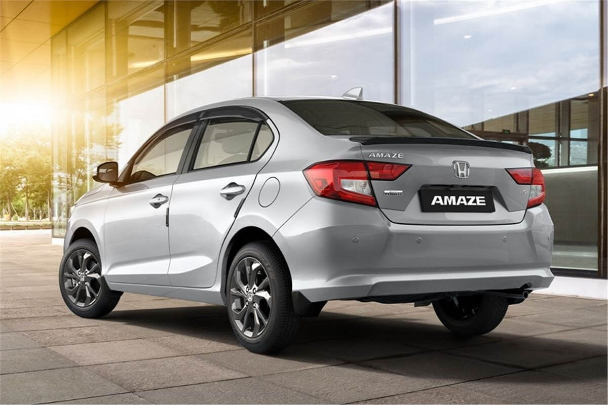 Honda Amaze च्या एक्सक्लुसिव्ह एडिशनवर 27,000 रुपयांपर्यंत ऑफर आहे. ही ऑफर पेट्रोल आणि डिझेल एडिशनवर मिळेल. दोन्ही वेरिएंटवर 12,000 रुपयांपर्यंत कॅश डिस्काउंट, 15000 रुपयाचा एक्सचेंज बोनस ऑफर आहे.