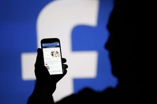 पण फेसबुकवरचा एखादा व्हिडीओ सेव्ह करताना तो थेट सेव्ह होत नाही. फेसबुकवर व्हिडीओ 'Save' करण्याचा ऑप्शन असतो, पण तो फेसबुकच्याच व्हिडीओमध्ये सेव्ह करता येतो. अनेकांना फेसबुकचा व्हिडीओ मोबाईल फोनमध्ये डाउनलोड करता येत नाही.