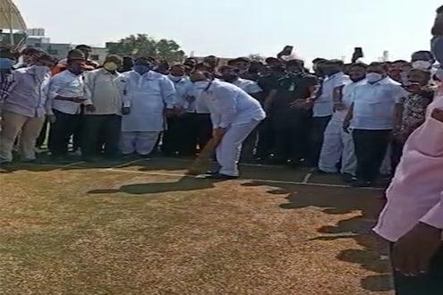 'उचलून मारा...' अजित पवारांची क्रिकेटच्या मैदानात जोरदार बॅटिंग, VIDEO