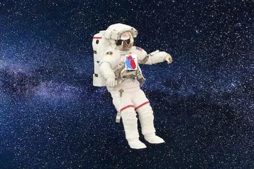 SPACE मध्ये हार्ट अटॅक आल्यास... अंतराळवीर कसा वाचवतात एकमेकांचा जीव
