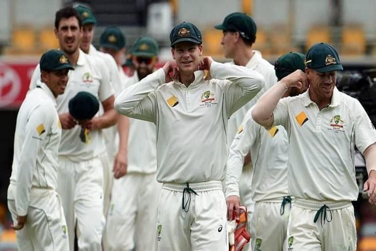 भारताविरुद्धच्या टेस्ट सीरिजमध्ये ऑस्ट्रेलियाचा (India vs Australia) 2-1ने पराभव झाला. या पराभवानंतर ऑस्ट्रेलियाच्या टीममध्ये मोठे बदल होतील, असं बोललं जाऊ लागलं आहे. भारताविरुद्धच्या टेस्ट सीरिजमध्ये ऑस्ट्रेलियाची बॅटिंग अपयशी ठरली. त्यामुळे भविष्यात टेस्ट मॅचसाठी मधल्या फळीत नव्या खेळाडूंना संधी मिळण्याची शक्यता बळावली आहे. काहींनी तर ऑस्ट्रेलियाने आक्रमक बॅट्समन ग्लेन मॅक्सवेल (Glenn Maxwell) याची टेस्ट टीममध्ये निवड करण्याची मागणी केली आहे.