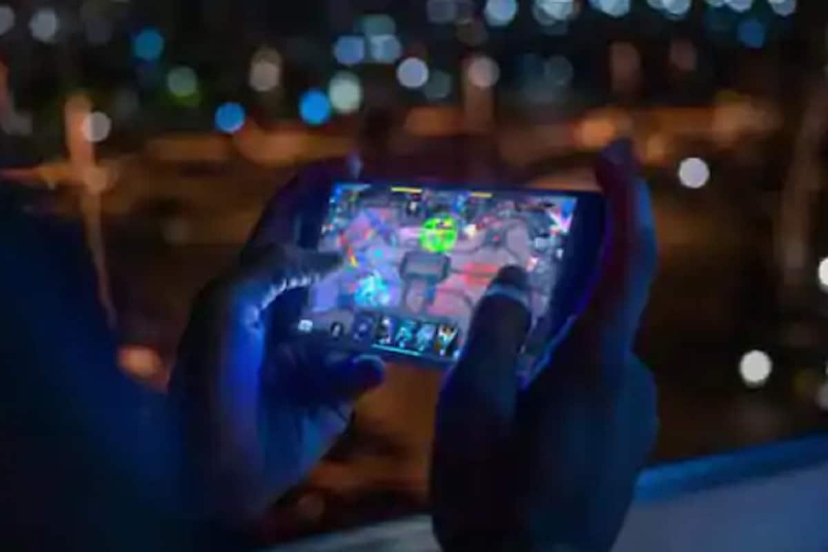 रात्रंदिवस मोबाइलवर गेम खेळायचा विद्यार्थी; अचानक मृत्यूमुळे कुटुंबाला धक्का