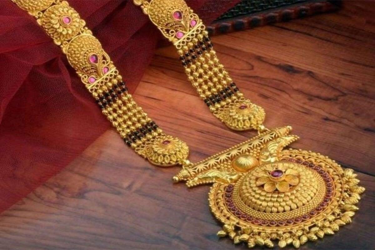 मंगळवारी प्रति तोळा 45,000 रुपये पार गेलेलं सोनं बुधवारी46,000 च्या अगदी जवळ पोहोचलं आहे.
