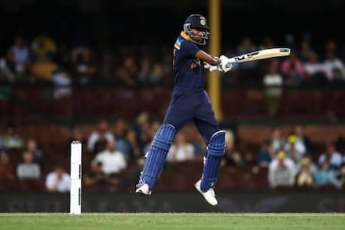 IND vs AUS :...म्हणून पांड्याची टेस्ट टीममध्ये निवड नाही, सेहवागला शंका