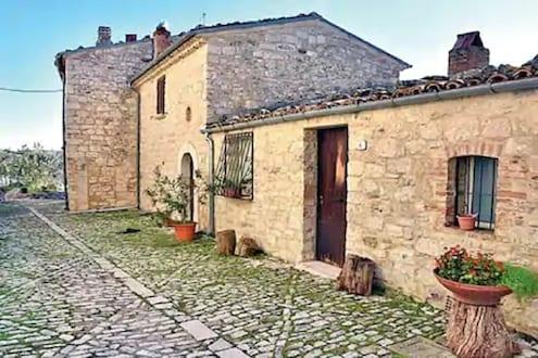 इटलीच्या या गावात मिळतंय 90 रुपयांत घर; अट फक्त एकच...