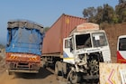 मुंबई-गोवा हायवेवर तिहेरी अपघात, विचित्र घटनेत वाहनांचं नुकसान