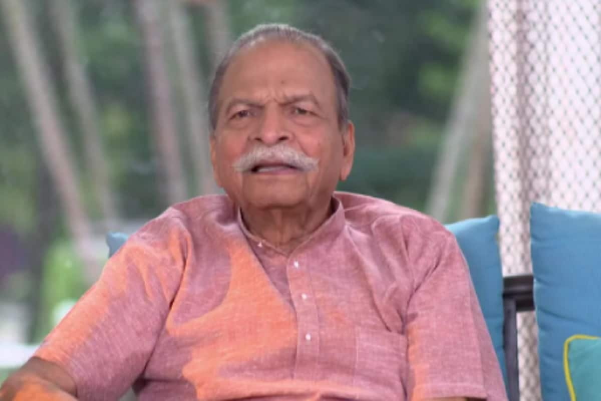 ज्येष्ठ अभिनेते रवी पटवर्धन (Ravi Patwardhan) यांचे हृदयविकाराच्या झटक्यामुळे निधन झाले. ते 83 वर्षांचे होते. शनिवारी रात्री 5 डिसेंबर रोजी त्यांचे निधन झाले.