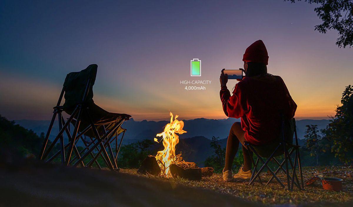 LG K42 मध्ये 4,000 MAH बॅटरी क्षमता आहे. तसेच हा Android 10 ऑपरेटिंग सिस्टमसह कार्य करतो. यात ड्युअल सिमची सुविधा देखील देण्यात आली आहे. (image: LG India)