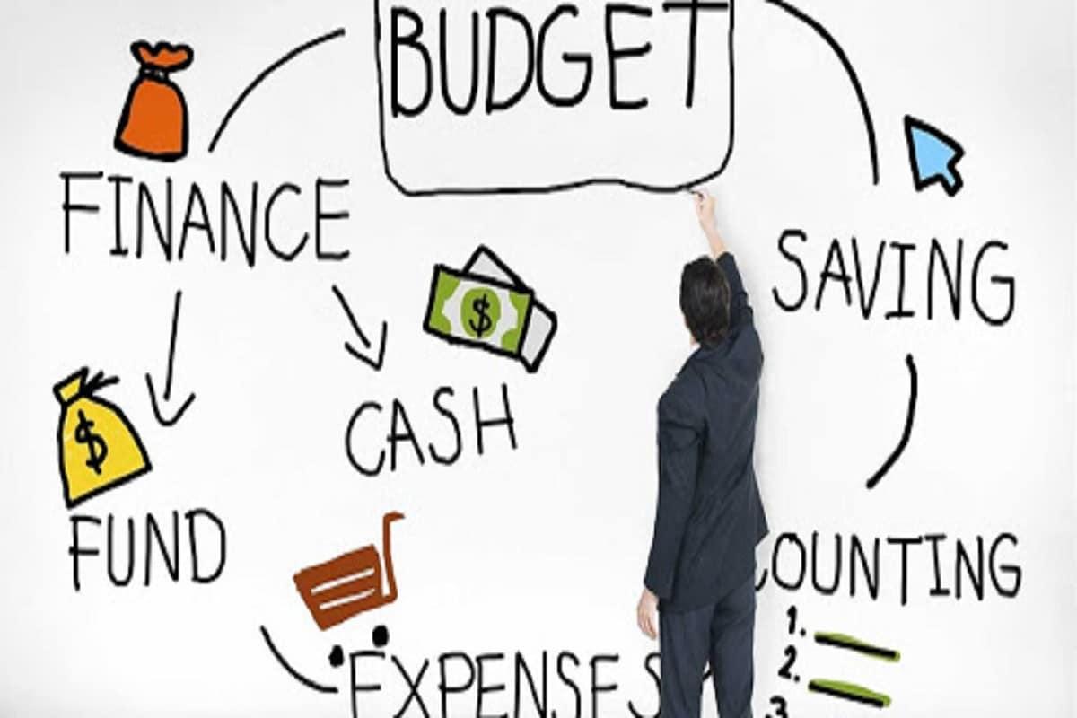 Budget 2021 : बजेटकडून काय आहेत सर्वसामान्य करदात्यांच्या अपेक्षा?