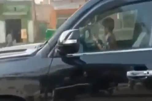 OMG! अवघ्या 5 वर्षांच्या चिमुरड्यानं रस्त्यावर वाऱ्यासारखी पळवली Landcruiser; VIDEO पाहून व्हाल थक्क