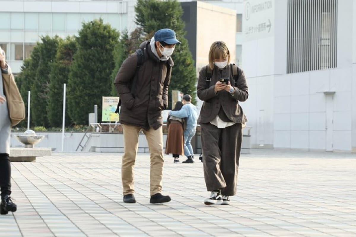 जपानमधील 37 वर्षांचा शोजी मोरिमोटो. लोकांना कंपनी देणं हेच त्याचं काम. लोक त्याला भाड्यानं घेतात. त्यासोबत आपला वेळ घालवतात आणि या कामासाठी त्याला पैसेही मिळतात.(फोटो सौजन्य - ट्विटर@morimotoshoji)