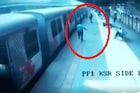मोबाईल चोराच्या मागे धावताना जीवही गमवावा लागला असता, LIVE VIDEO समोर
