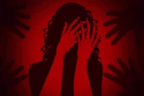 मित्रांच्या मदतीनं तयार केले प्रेयसीचे व्हिडिओ, Blackmail करत सर्वांनी केले सामुहिक अत्याचार
