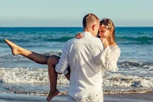 Valentine Day 2021: कोरोना काळात असा साजरा करा व्हॅलेंटाईन डे; काय गिफ्ट्स द्याल