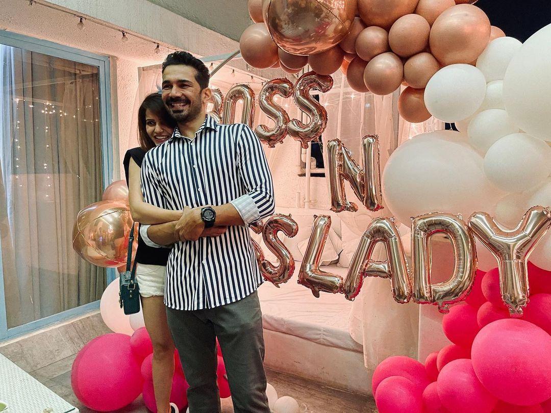 रुबिनाने आनंद व्यक्त करत. पार्टीचे फोटो आपल्या सोशल मीडिया अकाऊंटवर शेअर केले आहेत.या फोटोत रुबिना आणि पती अभिनव शुक्ला अतिशय आनंदात दिसत आहेत. (फोटो साभार : Instagram/rubinadilaik)