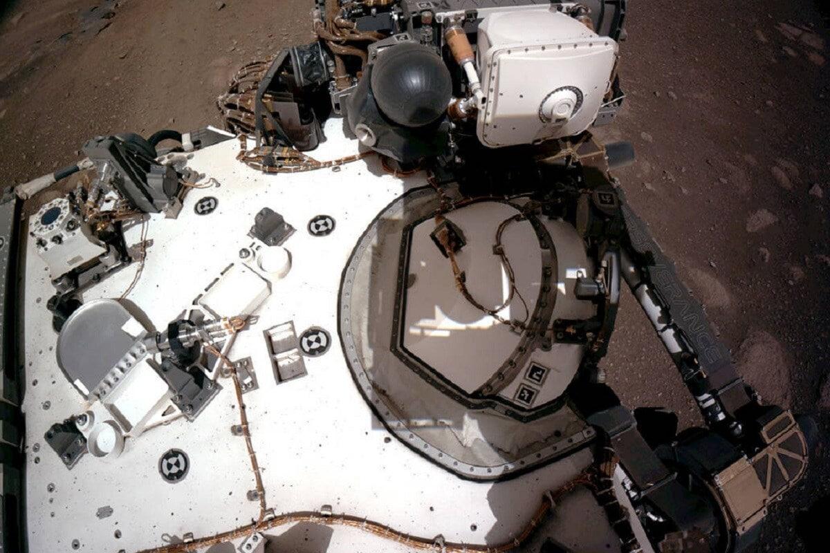 20 फेब्रुवारीला नासाच्या या रोव्हरने नेविगेशन कॅमेरा वापरून मंगळाच्या भूगर्भाचं परीक्षण करणारे फोटो काढले.