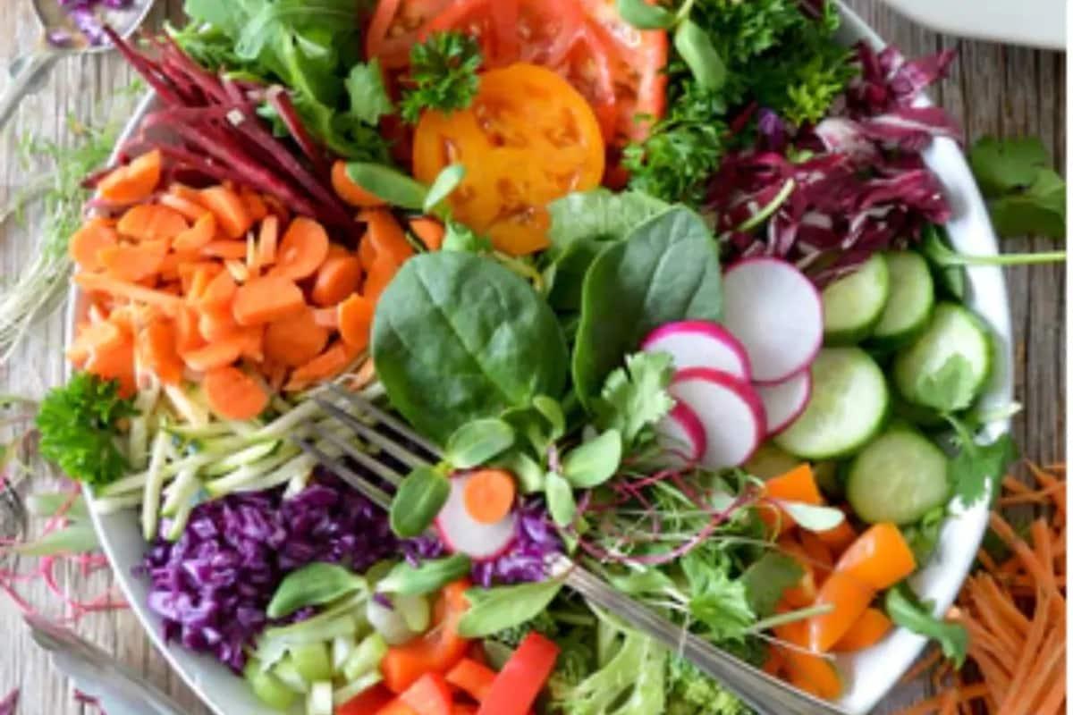 9) हिरव्या भाज्या जास्त खा: तुमच्या रोजच्या आहारात हिरव्या भाज्या, फळ, यांचा जास्तीत जास्त समावेश करा.