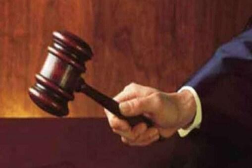 दारू पिऊन मारझोड करतो म्हणून मुंबईतील एका व्यक्तीला त्याचाच कुटुंबानं लैंगिक छळाच्या प्रकरणात गुंतवल्याची घटना घडली आहे.