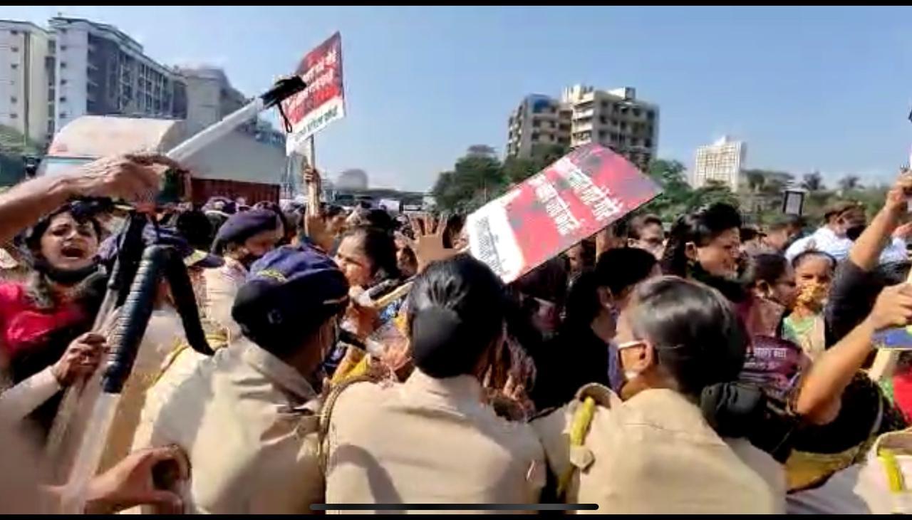 मुलुंड व्यतिरिक्त राज्यभरात संजय राठोड यांनी राजीनामा द्यावा या मागणीसाठी आंदोलन करण्यात आलं आहे. नवी मुंबई, यवतमाळ, वसई-विरार, औरंगाबाद, चेंबूर याठिकाणी देखील रस्त्यावर उतरून भाजपकडून आंदोलन करण्यात आलंय.