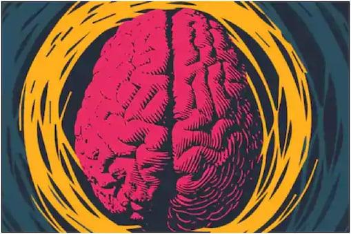 50 वर्षांनंतर ब्रेन फंक्शन वाढतं.55 वर्षांनंतर मेंदूचं काम हळूहळू व्हायला लागतं. स्मरणशक्ती कमी व्हायला लागते. जर वडील काही गोष्टी विसरत असतील, त्यांच्यावर वाढत्या वायाचा परिणाम होत आहे असं समजा. त्यांच्या आहाराची काळजी घ्यायला सुरूवात करा. फळं,भाज्या, हल्दी फॅट, कडधान्य,ड्रायफ्रुट खायला द्या.