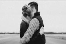 मिठी मारणं ही लैंगिक प्रवृत्ती असते का?