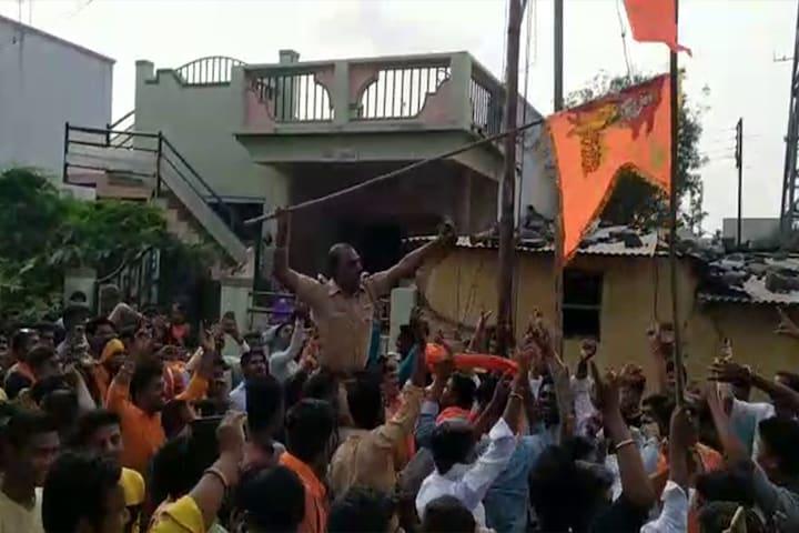 राम मंदिर निधी संकलनाच्या रॅलीत नाचणे पोलीस निरीक्षकाला भोवले, पाहा हा VIDEO